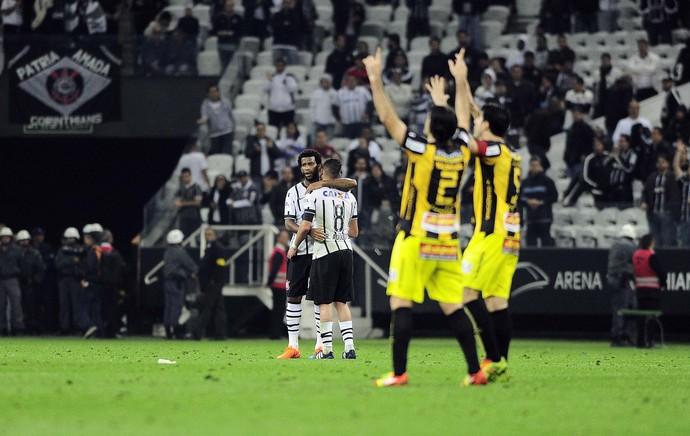 Corinthians x Guaraní Libertadores Gol (Foto: Marcos Ribolli)
