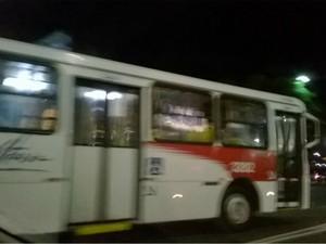 Ônibus sendo recolhidos em Salvador após PM deflagrar greve (Foto: Reprodução/TV Bahia)