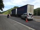 Acidente com 4 veículos deixa BR-101 em meia pista em Silva Jardim, RJ