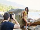 Mariana Rios mostra barriga chapada em bastidores de ensaio de biquíni