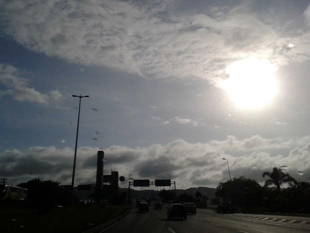 Nebulosidade predomina em SC neste sábado (Foto: Géssica Valentini/G1)