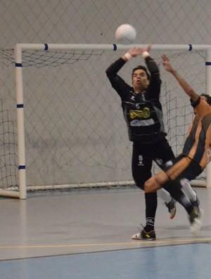 Ramon faz grande defesas e ajuda Lagarto a vencer (Foto: João Áquila / GLOBOESPORTE.COM)