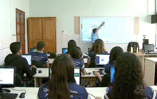 Alunos e professores aprovam o uso da tecnologia para desenvolvimento do aprendizado (Foto: Bom Dia Amazônia)