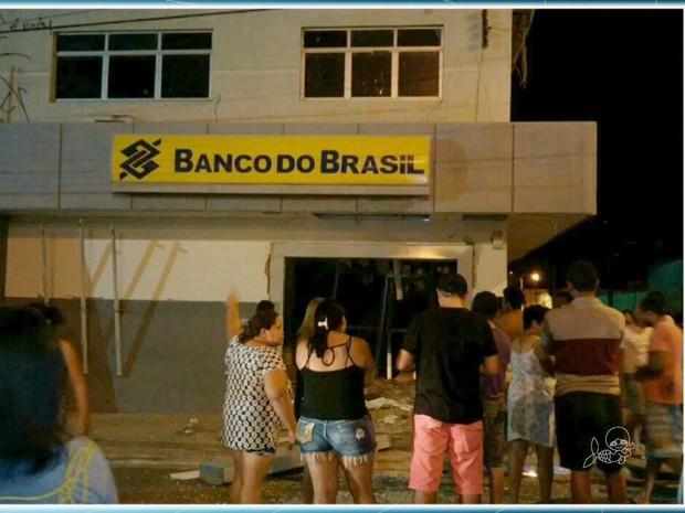 Banco é explodido no interior do Ceará (Foto: TV Verdes Mares/Reprodução)