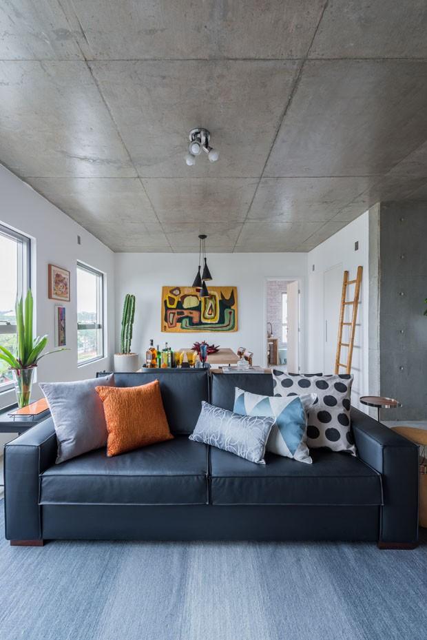 Estilos diferentes em apartamento jovem (Foto: Paulo Brenta/Divulgação)