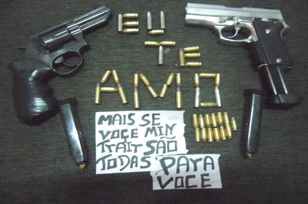 Suspeitos postavam fotos de armas e munições em redes sociais (Foto: Divulgação/Polícia Civil)