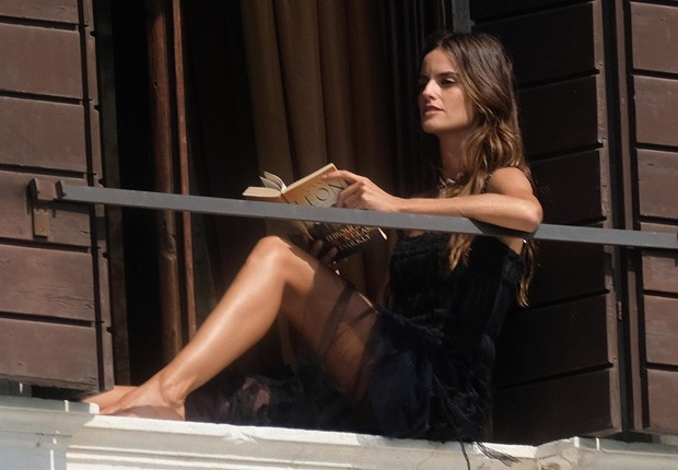 Izabel Goulart (Foto: BackGrid)