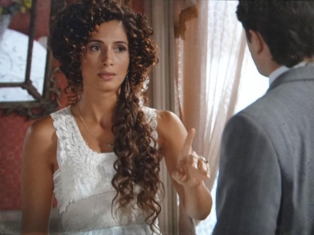 Isabel pede que Albertinho se afaste do filho e o deixe ser feliz (Foto: Lado a Lado / TV Globo)