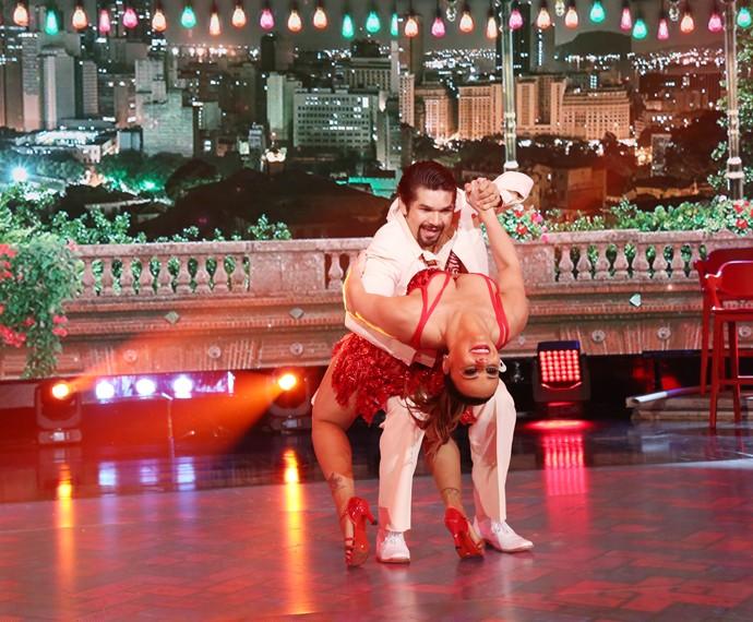 Viviane Araújo mostrou samba no pé e pegadas nas apresentações  (Foto: Carol Caminha/Gshow)