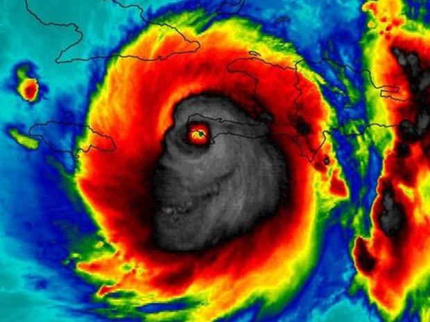 Imagem do furacão Matthew durante passagem pelo Haiti: a similaridade com um crânio humano assustou muita gente e viralizou na internet (Foto: NASA/ BBC)