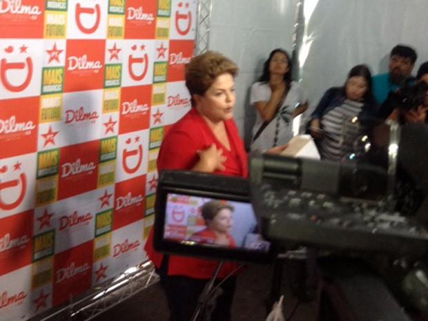 Dilma Rousseff concedeu entrevista em SP antes de cumprir agenda eleitoral ao lado do candidato do PT ao governo paulista, Alexandre Padilha (Foto: Kleber Tomaz)