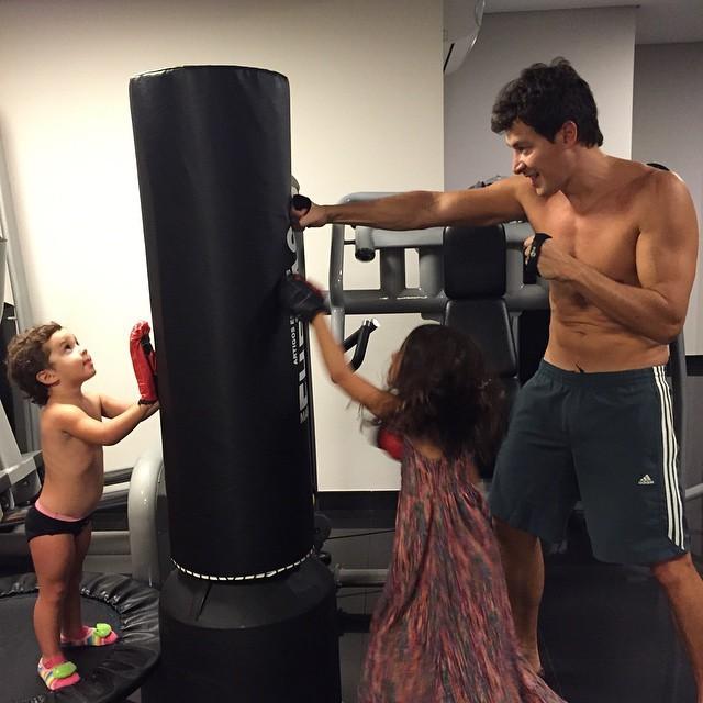 Rodrigo Faro e as filhas (Foto: Reprodução/Instagram)