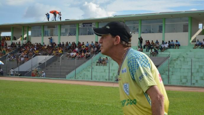 Técnico do Ji-Paraná, Gildo Vaz (Foto: Lívia Costa)