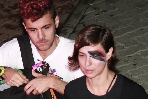 Maria Paula com o namorado (Foto: Isac Luz / EGO)