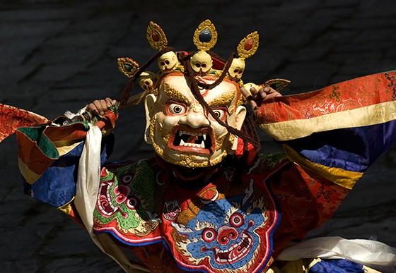 A Dança das Divindades Aterrorizantes busca repelir os espíritos que trazem sofrimento os humanos (Foto: © Haroldo Castro/ÉPOCA)
