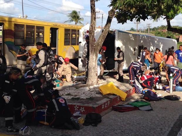Acidente entre trem e �nibus em Santa Rita, na Para�ba (Foto: Walter Paparazzo/G1)