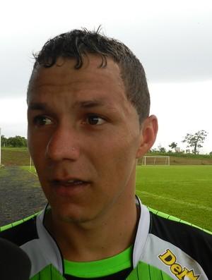 Patrick, lateral do América-MG, na pré-temporada em Uberlândia (Foto: Andréia Cândido / GLOBOESPORTE.COM)