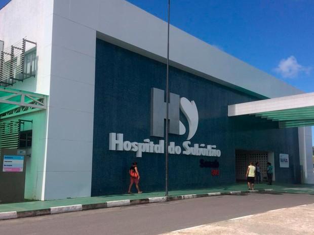 Dançarino está internado no Hospital do Subúrbio, em Salvador (Foto: Juliana Almirante/G1)