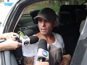 Abatido, cantor Hudson deixou a Penitenciária 2 de Tremembé neste sábado (23). (Foto: Renato Ferezim/G1)