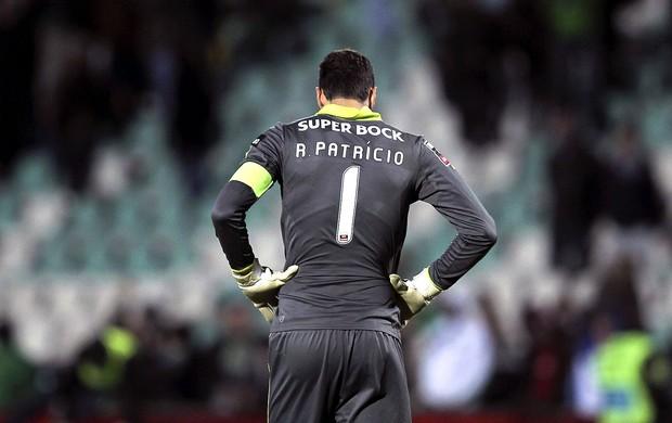 Rui Patricio goleiro lamenta derrota do Sporting (Foto: EFE)