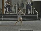 Maria Casadevall garante não ter sentido vergonha ao gravar pelada na rua: 'Divertido'