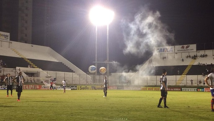 ABC x Bahia bomba (Foto: Jocaff Souza/GloboEsporte.com)