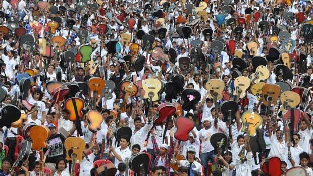Recorde reuniu 5.406 pessoas. (Foto: AFP)