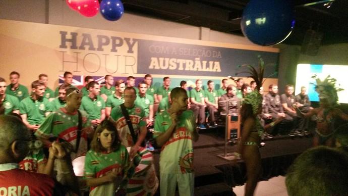 Escola de samba se apresentou para os Socceroos na tarde desta terça-feira em Vitória (Foto: Richard Pinheiro/GloboEsporte.com)