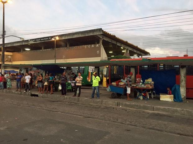 Confusão aconteceu na entrada do TI Joana Bezerra (Foto: Lorena Andrade / TV Globo)