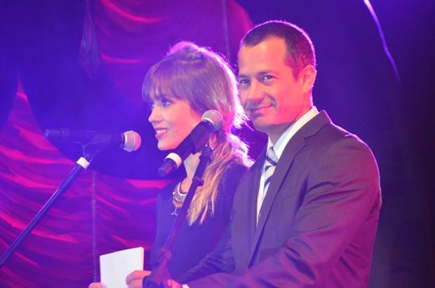 Os atores Juliana Didone e Malvino Salvador durante a apresentação do 34º Prêmio Profissionais do Ano® - Região Sudeste Interior (Foto: Fabiana de Paula / Globo.com)
