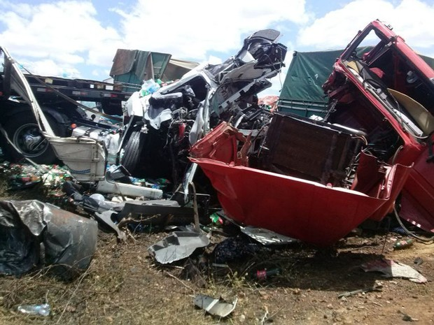 Duas carretas se chocaram em acidente no Sertão de PE (Foto: Felisberto Ferreira Filho / Arquivo pessoal)