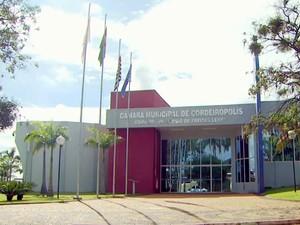 Prédio da Câmara de Cordeirópolis está interditado desde 2012 (Foto: Reprodução/EPTV)