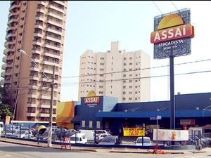 Supermercado de Limeira, onde cliente deixou dinheiro no guarda-volumes (Foto: Reprodução EPTV)