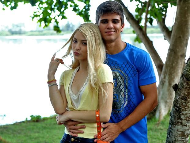 A ex-Malhação Lais Pinho grava ao lado de Matheus Venâncio; eles serão Scarlett e Ricardo em um flashback (Foto: Raphael Dias/ Gshow)