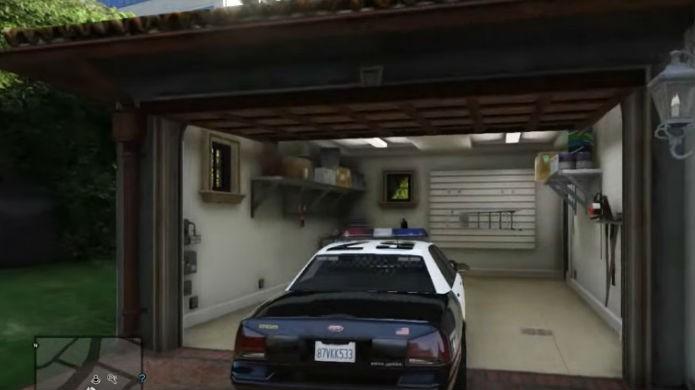 Jogando como policial em GTA 5: estacione a viatura na garagem do Michael (Foto: Reprodução/Thomas Schulze)