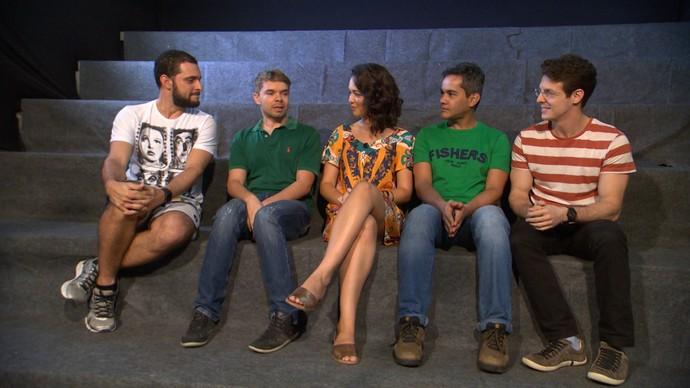 Renata Menezes entrevista integrantes do espetáculo 'Egotrip' (Foto: TV Bahia)