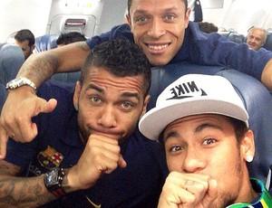 Neymar, Dani Alves e Adriano Barcelona  (Foto: Reprodução / Instagram)