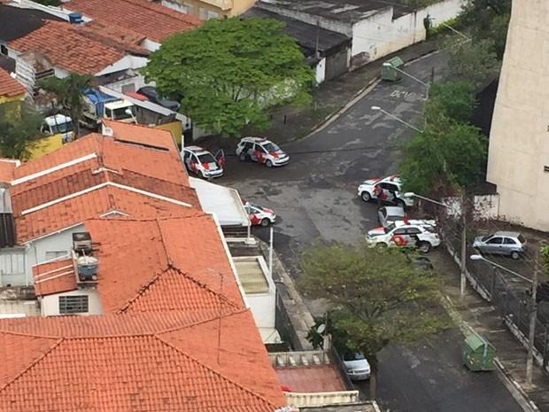 Perseguição policial termina com dois homens mortos no Butantã (Foto: Helena Andrade/VC no G1)