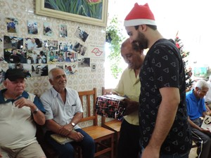 Grupo de amigos prudentinos organizou a doação de presentes (Foto: Heloise Hamada/G1)