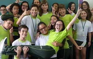 Mariana de Medeiros na escola (Foto: Divulgação/RPC)
