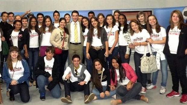 Estudantes classificados de Sales Oliveira visitaram as dependências da EPTV Ribeirão Preto (Foto: Divulgação)