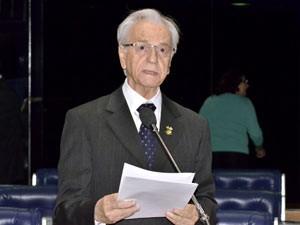 O senador Itamar Franco discursa no plenário do Senado (Foto: Agência Senado)