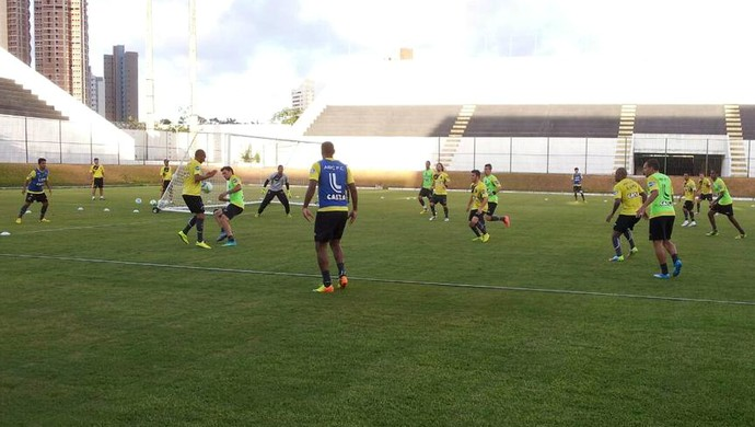 ABC - treino - jogadores - Frasqueirão (Foto: Divulgação/ABC)