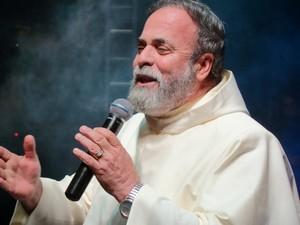 Padre Antônio Maria se apresenta na festa no domingo (Foto: Divulgação/Prefeitura de São João da Barra)