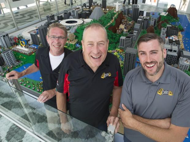 Responsáveis pela maquete são os Master Builders Dan Steininger, Chris Steininger e Paul Chrzan (Foto: Divulgação)