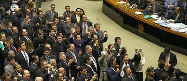 Plenário da Câmara durante votação da reforma política  (Foto: Ailton de Freitas / Agência O Globo)