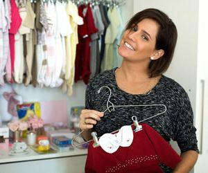 """Deborah Secco mostra o enxoval da filha e fala de maternidade: """"Nem me lembro de mim sem ser mãe"""""""