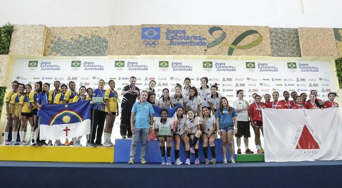Pódio da primeira divisão do handebol feminino dos Jogos Escolares tem capixabas, pernambucanas e mineiras (Foto: Ana Patrícia/Inovafoto/COB)
