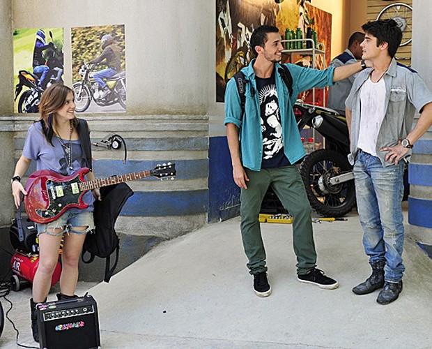 Alice Wegmann na época de Malhação, em 2012, como a guitarrista Lia (Foto: Alex Carvalho / TV Globo)