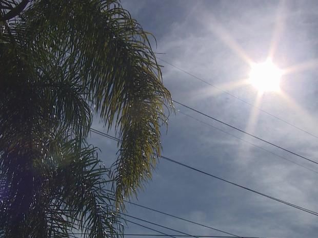 Terça-feira (9) é marcada por muito calor no Rio Grande do Sul - Porto Alegre (Foto: Reprodução/RBS TV)